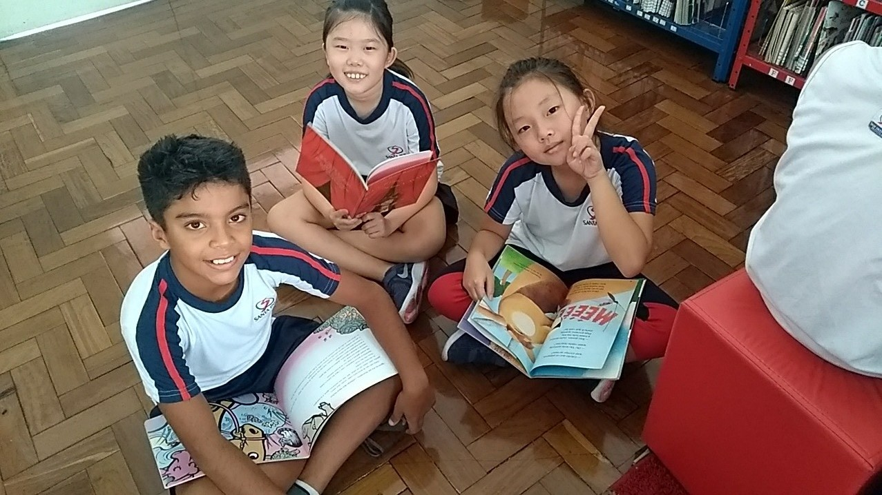 Alunos do 4º ano participam de aula na biblioteca