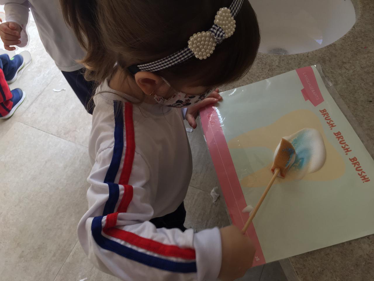 Turma do Maternal aprende sobre autocuidado e hábitos de higiene durante Programa Bilíngue