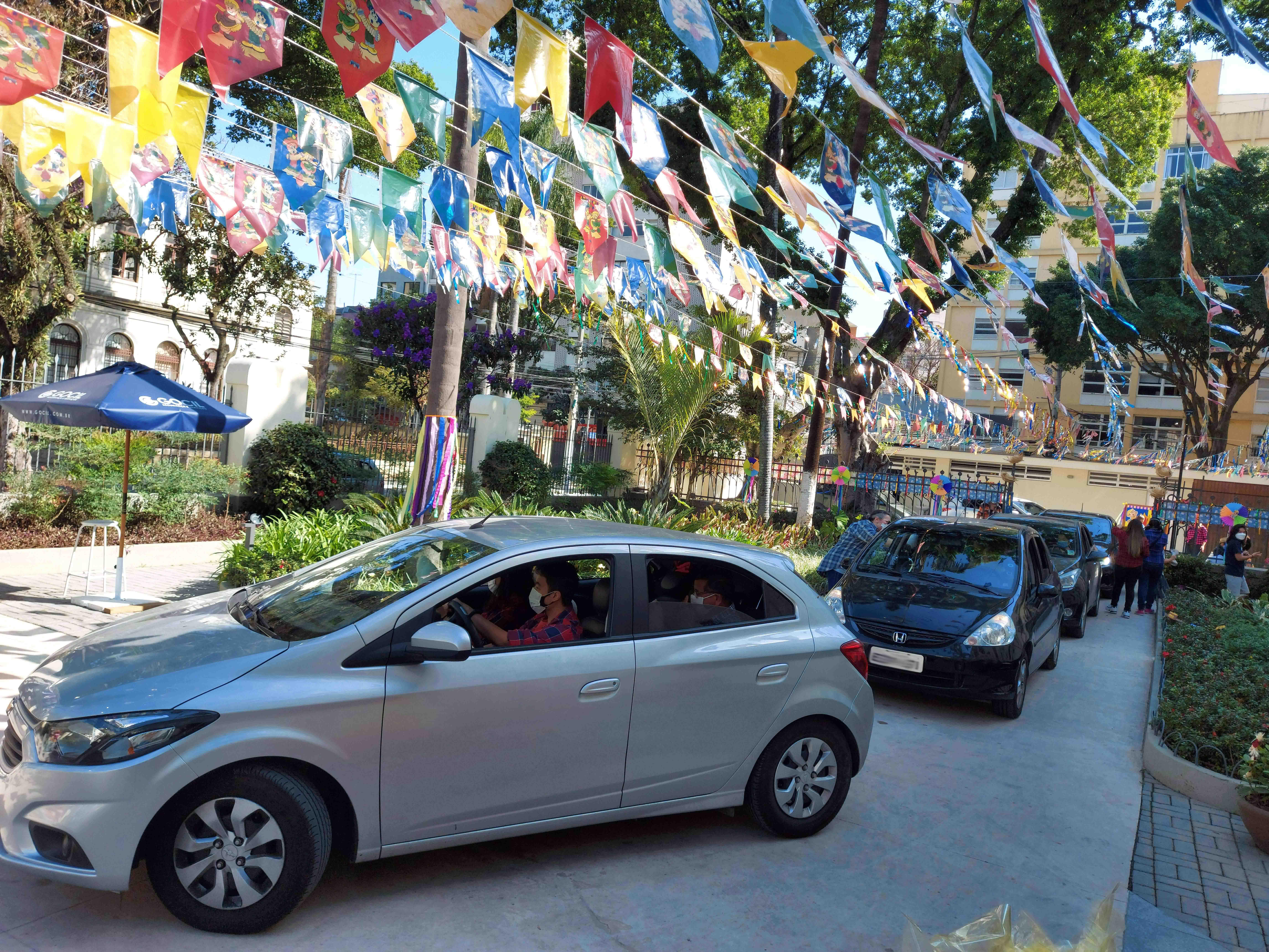Colégio de Santa Inês realiza Drive-Thru Junino