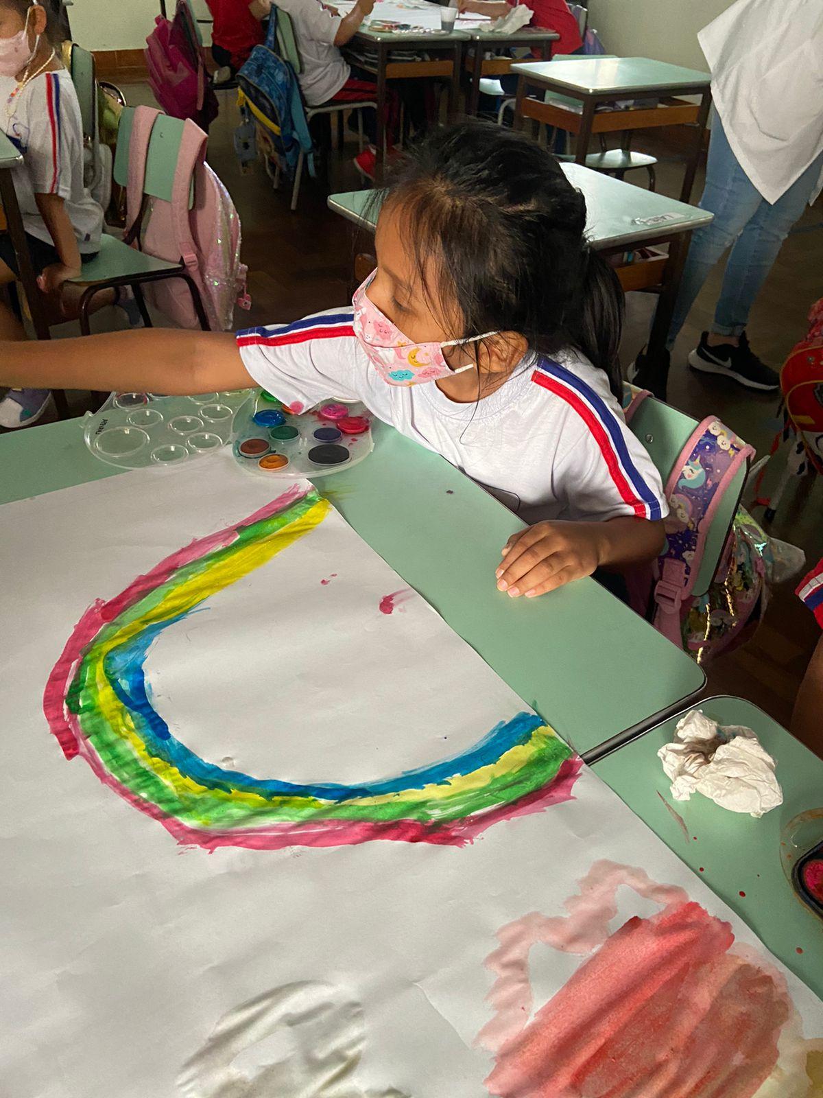 Inspirados em clássico do cinema, Infantil 3 cria pinturas para decorar a sala de aulqa