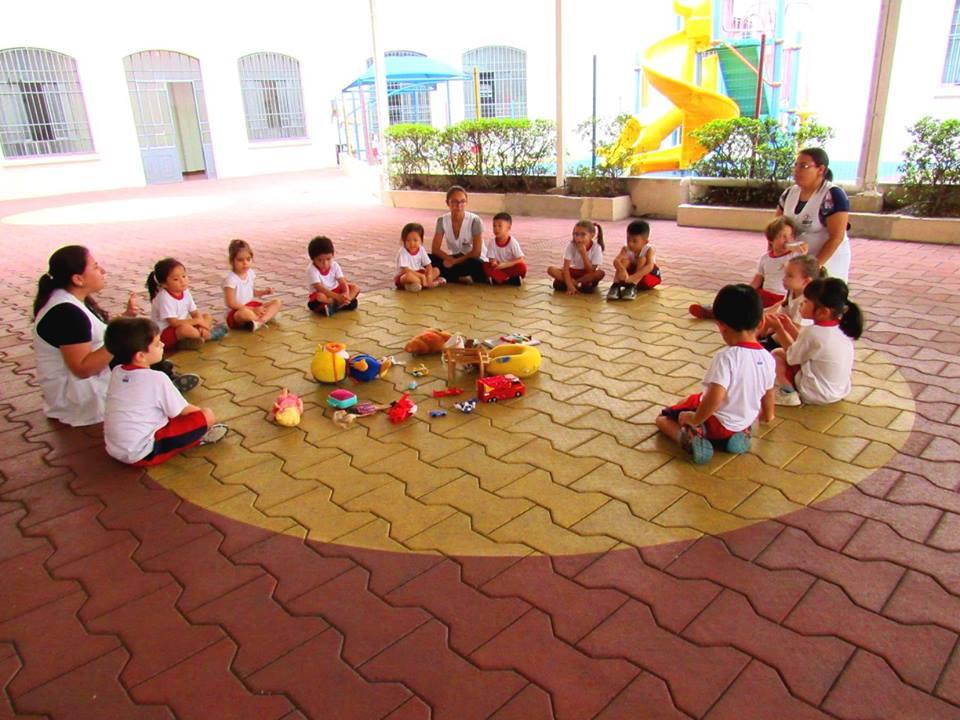 Crianças partilham brinquedos preferidos