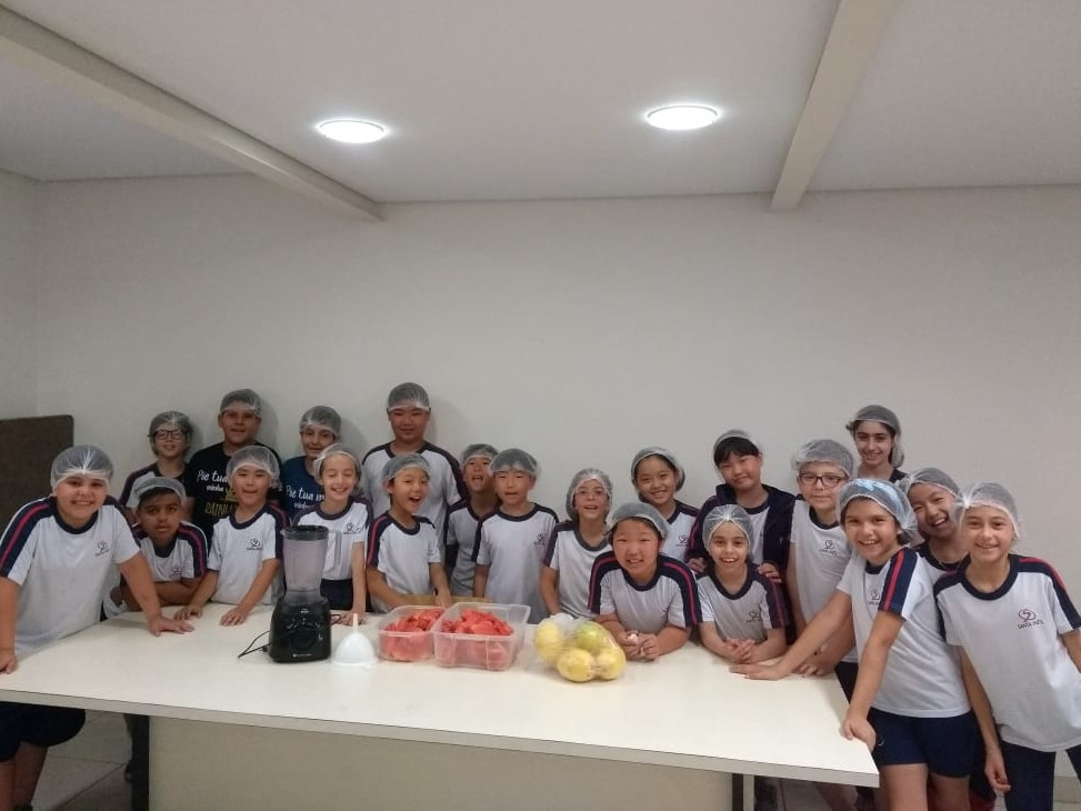 Turma do 4º ano do Ensino Fundamental realiza atividade multidisciplinar na cozinha experimental
